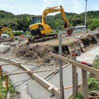 手打ちそば遊山 擁壁工事が始まっています。