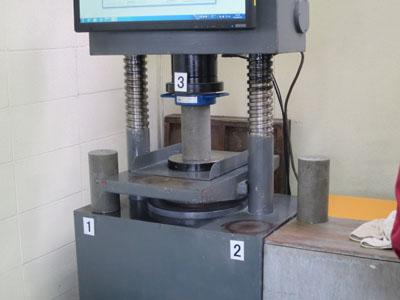 コンクリート圧縮強度検査