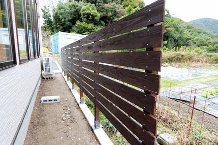 板塀の完成